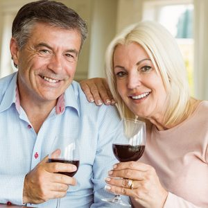 photodune-9038935-happy-mature-couple-drinking-red-wine-at-home-in-the-kitchen-xxl