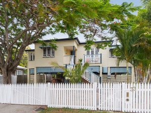 33 Blackstone Road, Eastern Heights  QLD  4305
